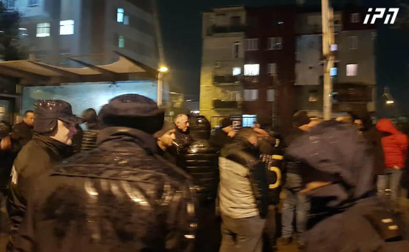 სასწრაფოდ: რა ხდება ამ წუთებში ბათუმში გადაკეტილია ცენტრალური გზა , ხალხი ქუჩაშია გამოსული (იხ. ვიდეო)